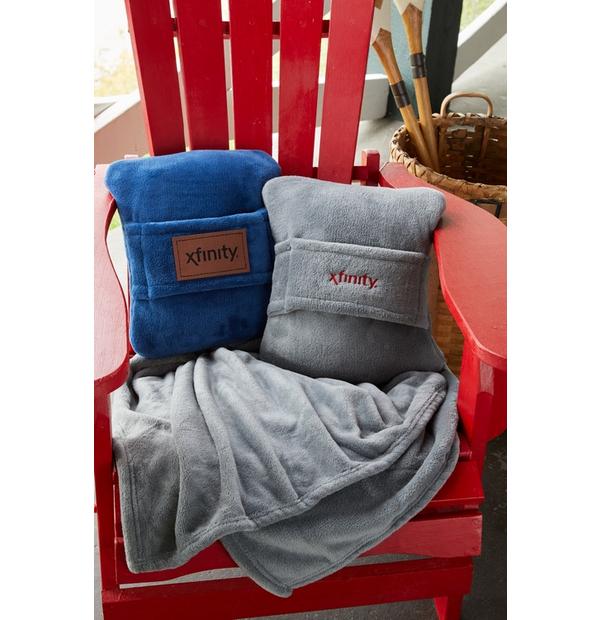 couverture qui se transforme en un oreiller compact
